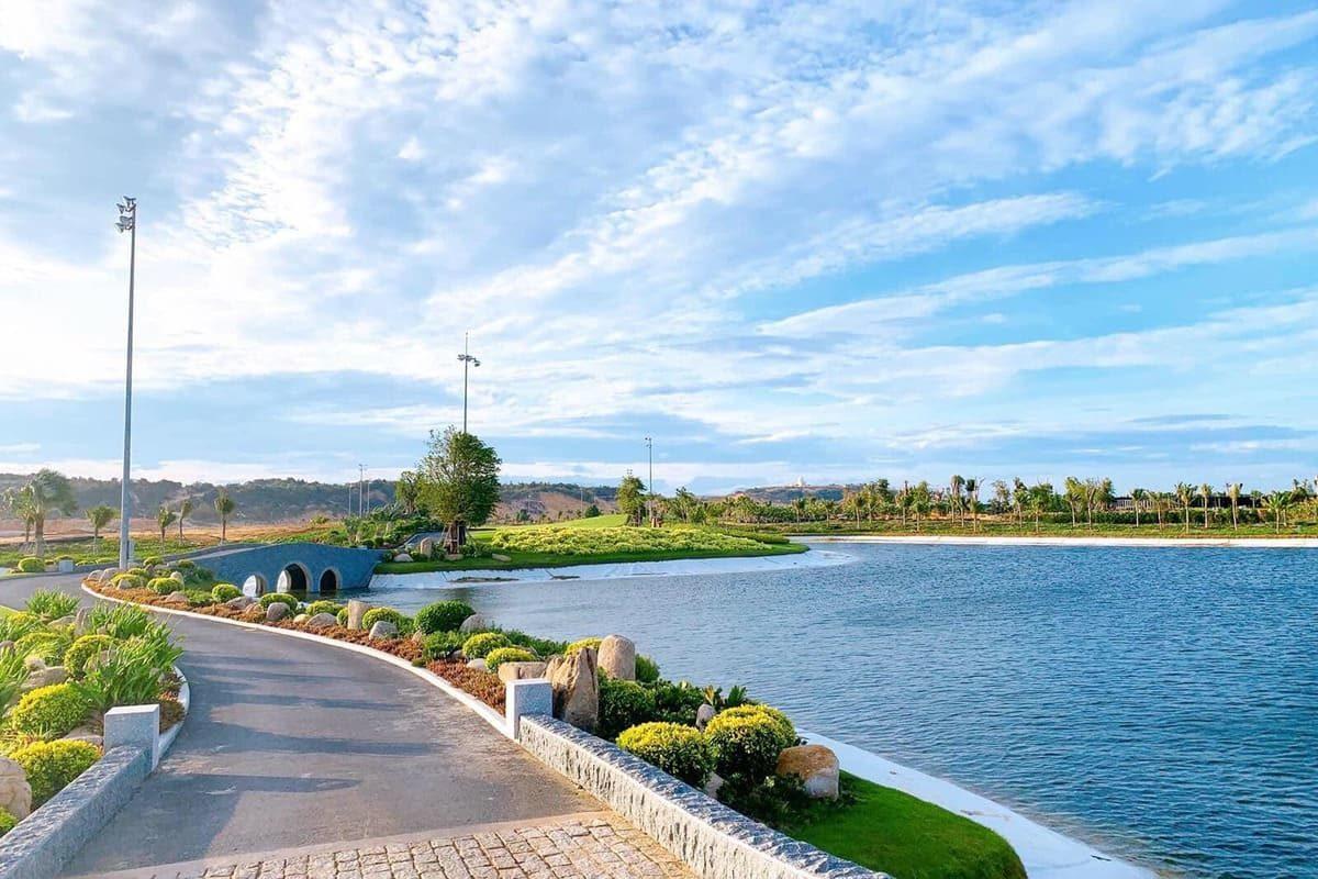 KN Paradise được biết đến là một quần thể Du lịch lớn nhất Khánh Hoà - Hình ảnh thực tế Hồ cảnh quang tại Kn Paradise