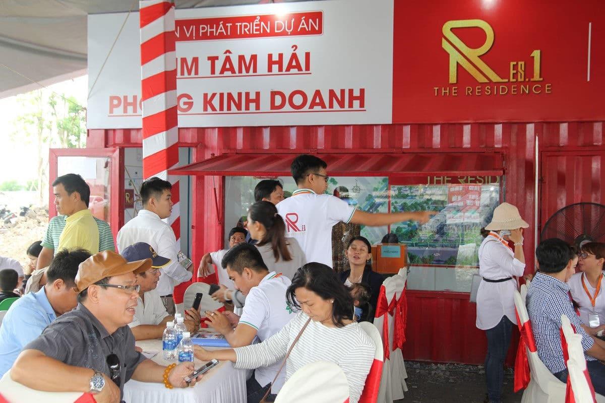khach hang den rat dong tai le mo ban res 1 - DỰ ÁN RES 1 - THE RESIDENCE 1 VÕ VĂN BÍCH CỦ CHI