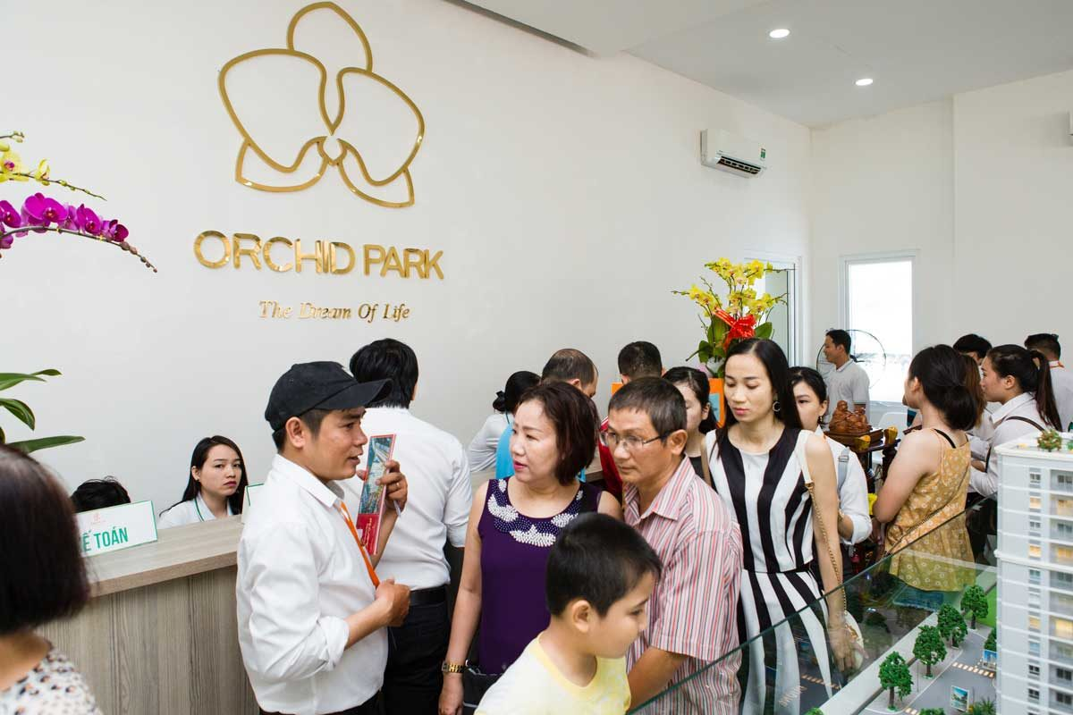 khach-hang-dang-ky-mua-can-ho-orchid-park