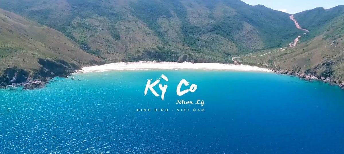 Kỳ Co nằm cách trung tâm thành phố Quy Nhơn (Bình Định) hơn 20km về phía Đông Nam