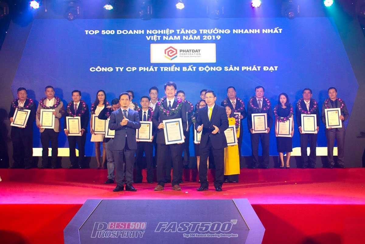 Phát Đạt nhận giải thưởng Top 500 Doanh nghiệp tăng trưởng nhanh nhất Việt Nam 2019