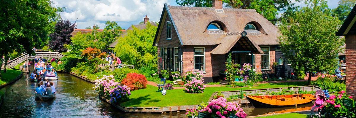 Ngôi nhà tại Giethoorn một ngôi làng nhỏ nằm ở tỉnh Overijssel, Hà Lan