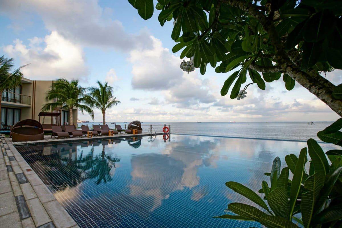 Hồ bơi tràn bờ view biển Dự án Marina Bay Vũng Tàu Resort & Spa