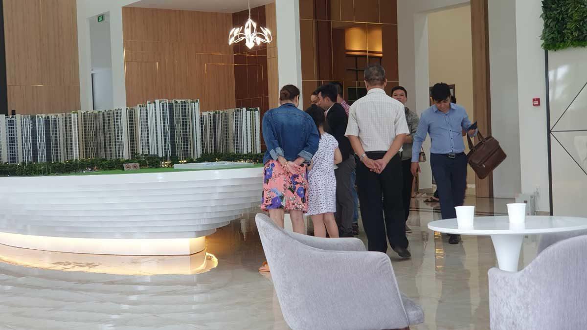 khach hang tham quan can ho picity high park - Picity High Park cung ứng lượng căn hộ chung cư lớn ra thị trường BDS TP HCM
