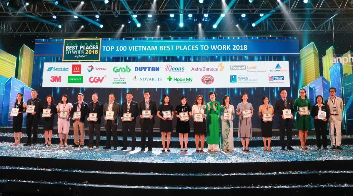 Đất Xanh được vinh danh Top 100 nơi làm việc tốt nhất Việt Nam - CÔNG TY CỔ PHẦN TẬP ĐOÀN ĐẤT XANH