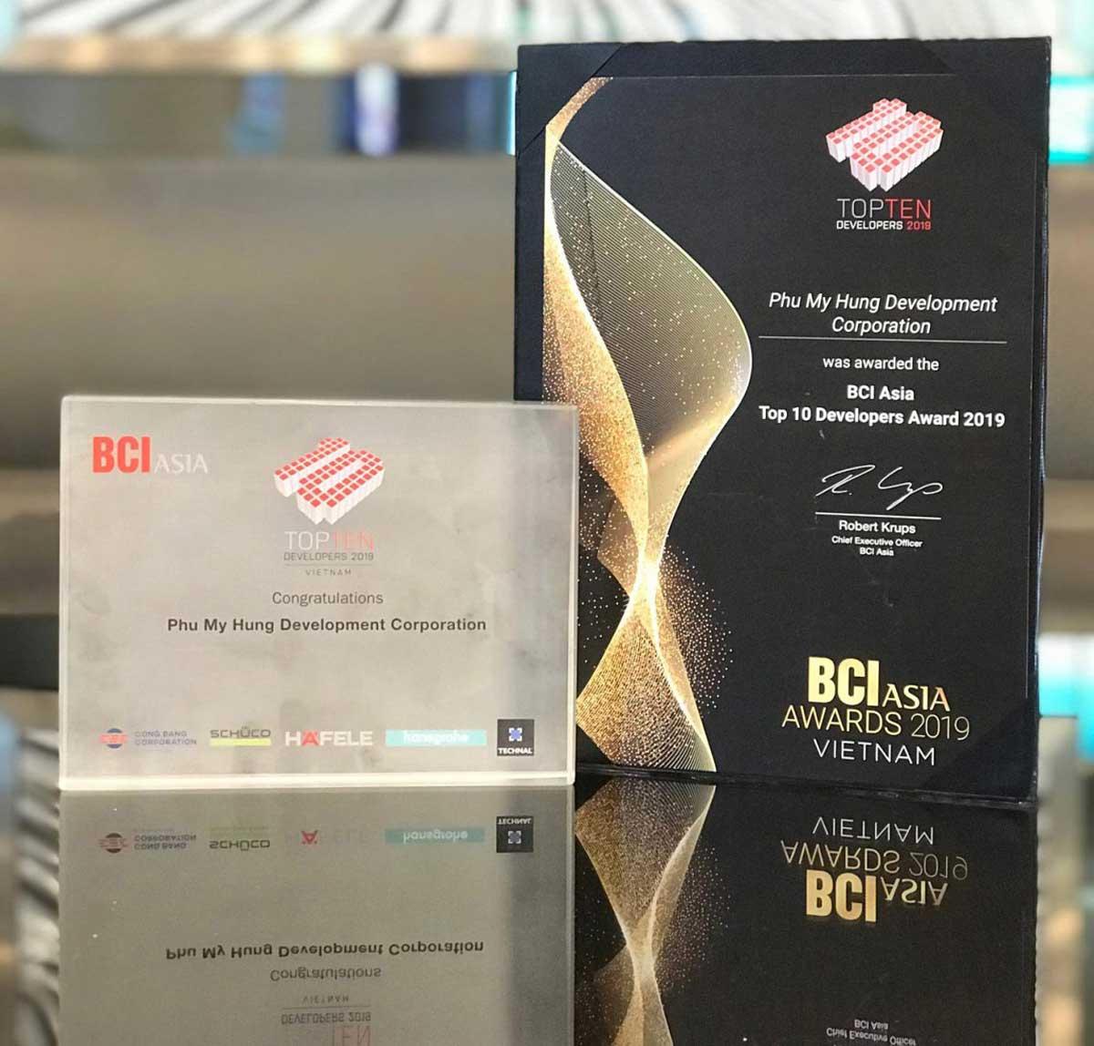 Phú Mỹ Hưng Top 10 chủ đầu tư hàng đầu Việt Nam năm 2019 được trao bởi BCI Asia Awards - CÔNG TY TNHH PHÁT TRIỂN PHÚ MỸ HƯNG