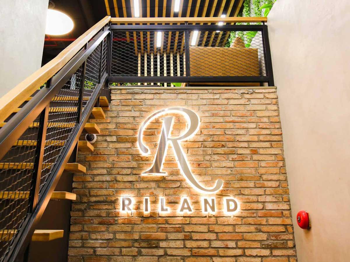 Riland là công ty đầu tư bất động sản chuyên nghiệp được thành lập với 98 vốn chủ sở hữu là Công ty Cổ phần Đầu tư Xây dựng Ricons - CÔNG TY CỔ PHẦN ĐẦU TƯ XÂY DỰNG RICONS