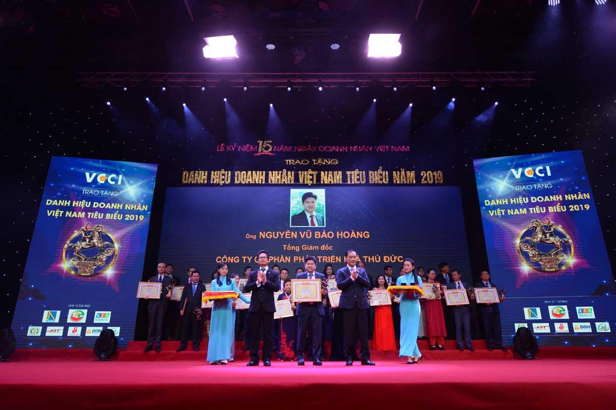 Ông Nguyễn Vũ Bảo Hoàng nhận danh hiệu Doanh nhân tiêu biểu - Công ty Cổ phần Phát triển Nhà Thủ Đức