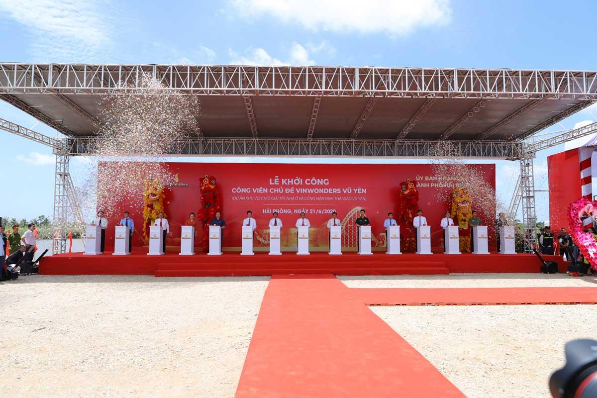 Thủ tướng Chính phủ Nguyễn Xuân Phúc và các đại biểu nhấn nút khởi công dự án - VinWonders Vũ Yên Hải Phòng