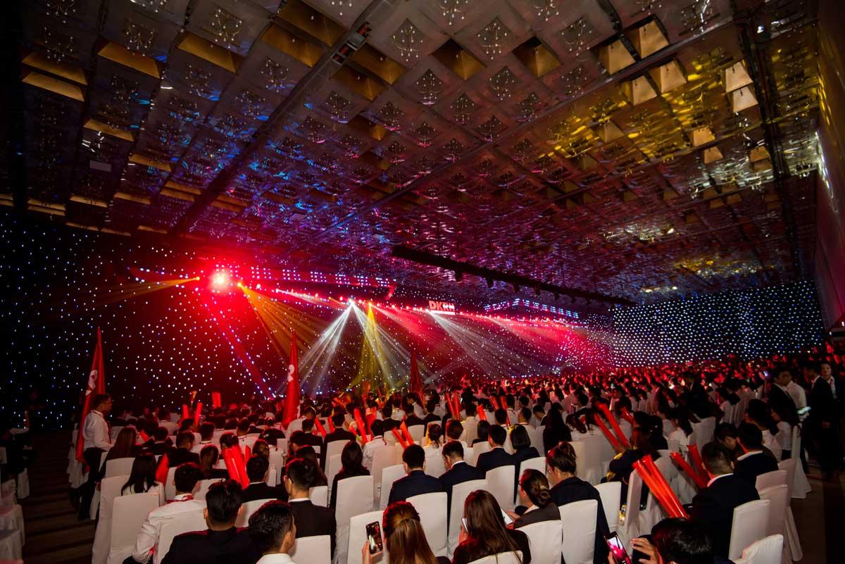 """2500 nhan vien kinh doanh bat dong san cua tap doan danh khoi tham gia chuong trinh - Tập đoàn Danh Khôi ra mắt """"Hình trình người dẫn đầu"""" – Ghi dấu ấn 15 năm phát triển trên thị trường"""
