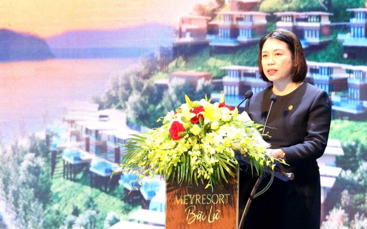 Ba Nguyen Thi Mai Phuong Chu tich HDQT Tap doan Tan A Dai Thanh phat bieu tai buoi le - Meyresort Bãi Lữ Nghệ An