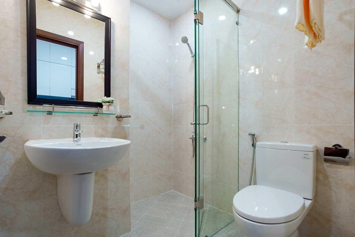 toilet can ho legacy central - LEGACY CENTRAL BÌNH DƯƠNG