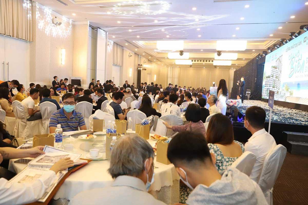 Khach hang tham gia le mo ban Can ho Wyndham Coast By Thanh Long Bay - Wyndham Coast By Thanh Long Bay
