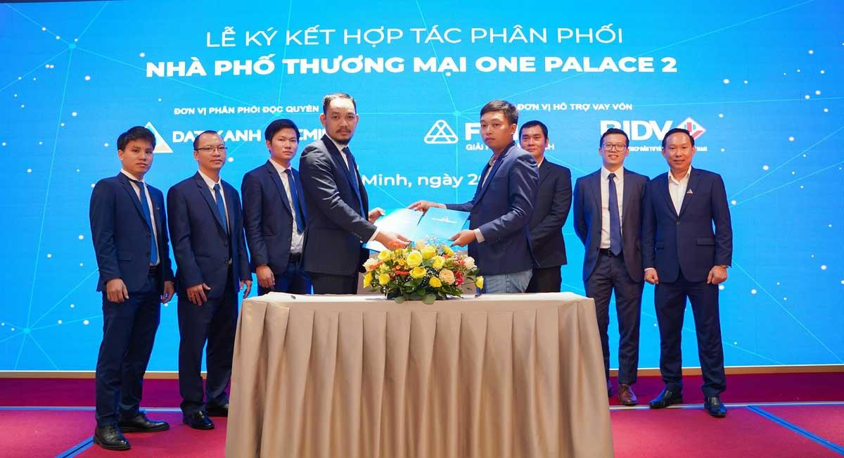 Le ky ket hop tac phan phoi Khu nha pho thuong mai One Palace 2 Quan 12 - Le-ky-ket-hop-tac-phan-phoi-Khu-nha-pho-thuong-mai-One-Palace-2-Quan-12
