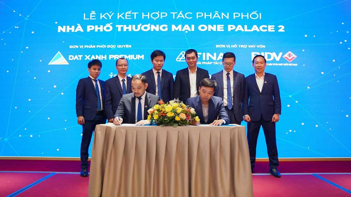 Le ky ket hop tac phan phoi Khu nha pho thuong mai One Palace 2 - Le-ky-ket-hop-tac-phan-phoi-Khu-nha-pho-thuong-mai-One-Palace-2