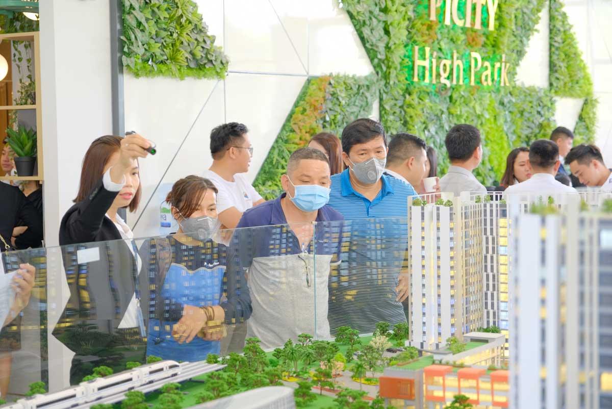khach hang tham gia event mini cuoi tuan du an picity high park quan 12 - PICITY HIGH PARK